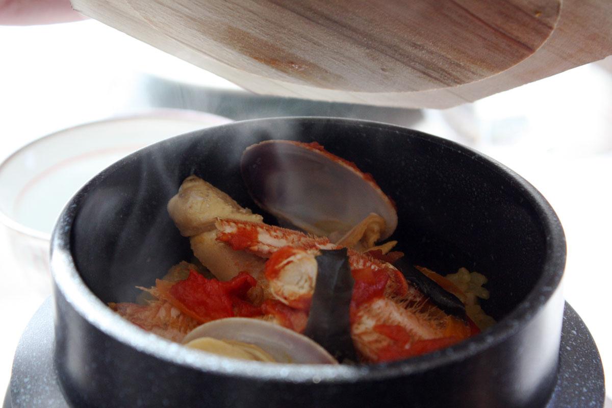 海鮮釜炊きパエリア